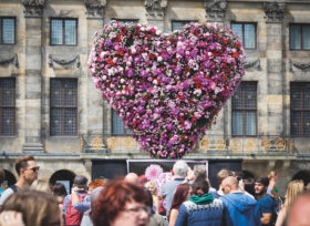 Amsterdam Pride festival hart pioenen