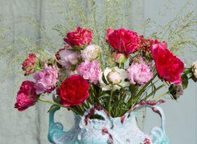 Summery Peony arrangement by floral designer Menno Kroon.